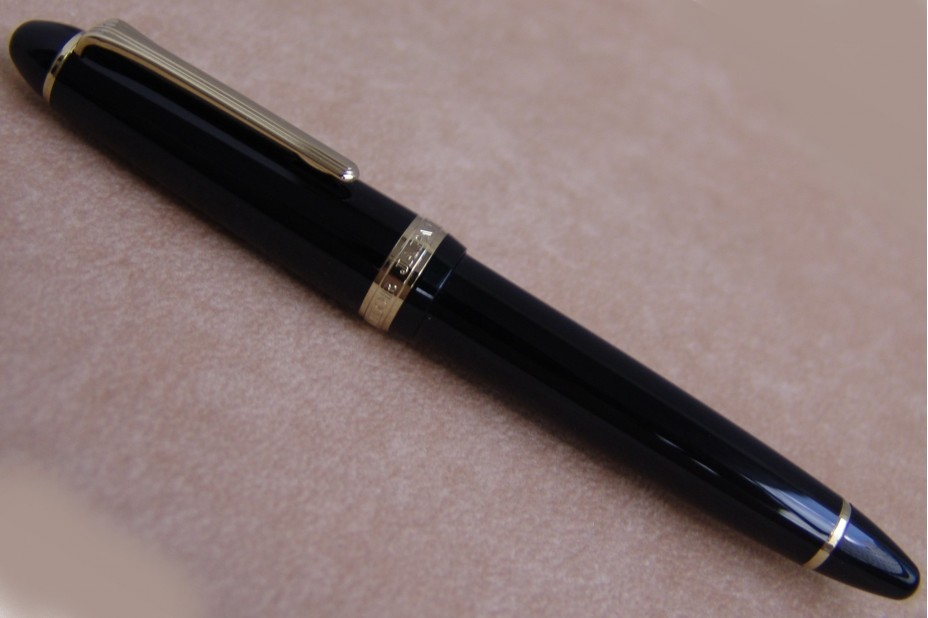 Sailor 1911 Standard Mid-Size Black Gold Trim Fountain Pen