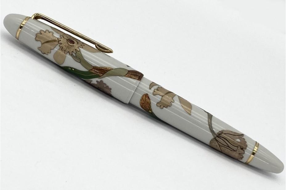 Sailor Supreme White Maki-e Hagi Flower Fountain Pen